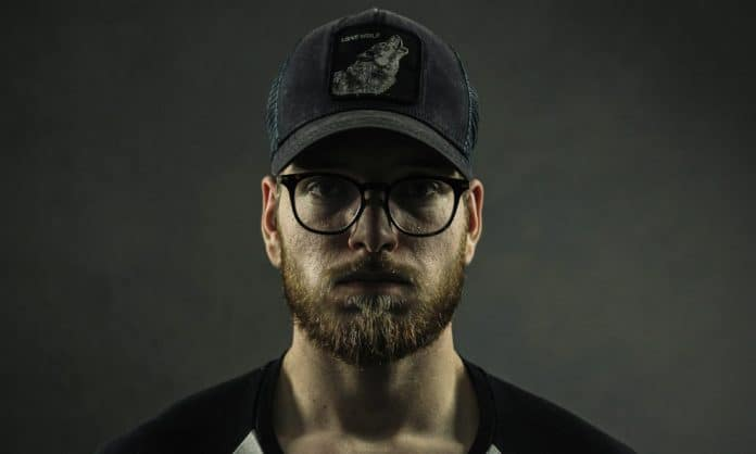 choose best beard style for square face featured image