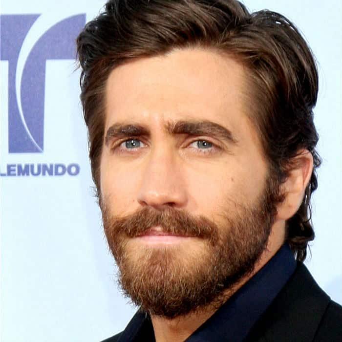 jake gyllenhaal short beard style